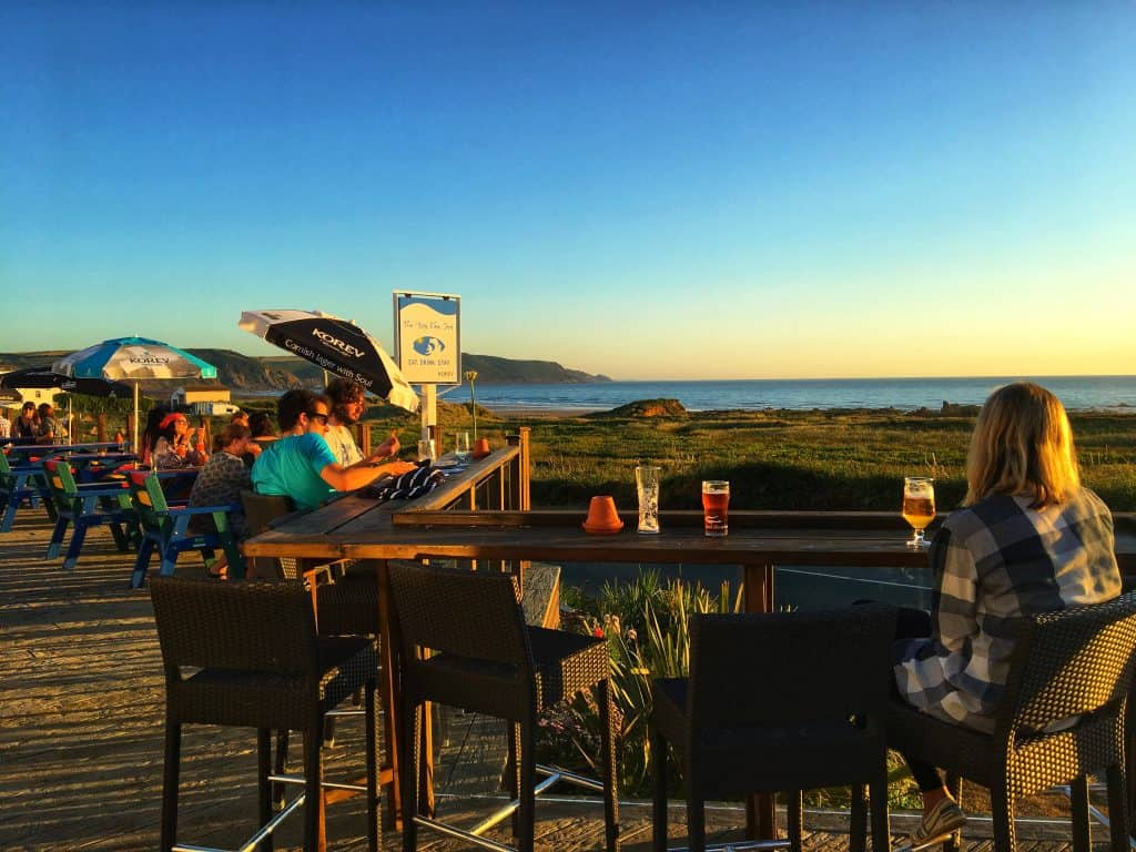 Alfresco dining on the Bay View Inn terrace